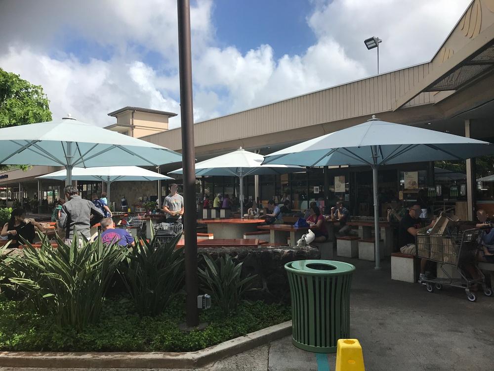 カハラホールフーズ食事スペース